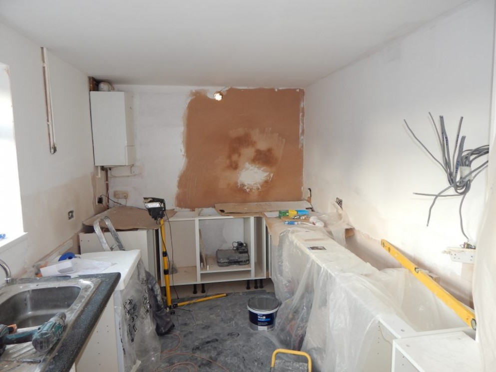 Fitting Kitchen Units on Uneven Walls Has Never Been Easier - Fixing Kitchen Cabinets To Plasterboard