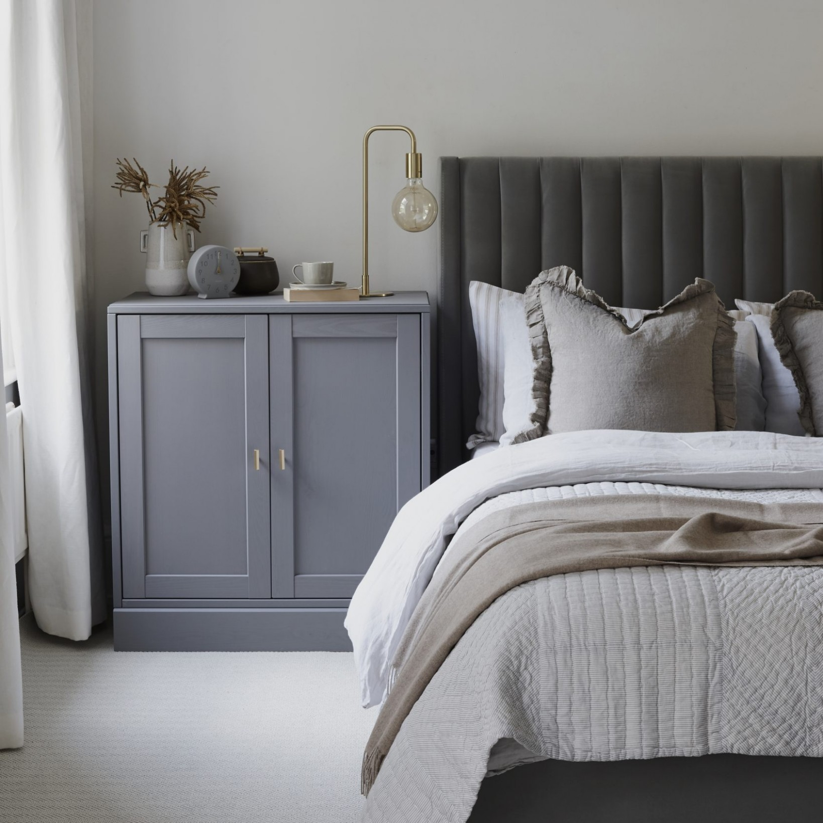 Grey bedroom ideas – grey bedroom decorating – grey colour scheme - Bedroom Ideas With Grey Walls