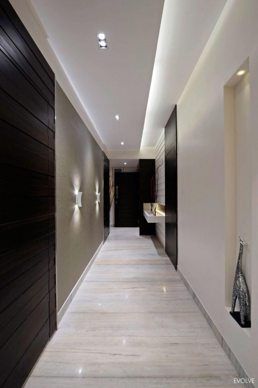 House in Mumbai by Evolve (10)  Hallway designs, Ceiling design  - Apartment Hallway Design
