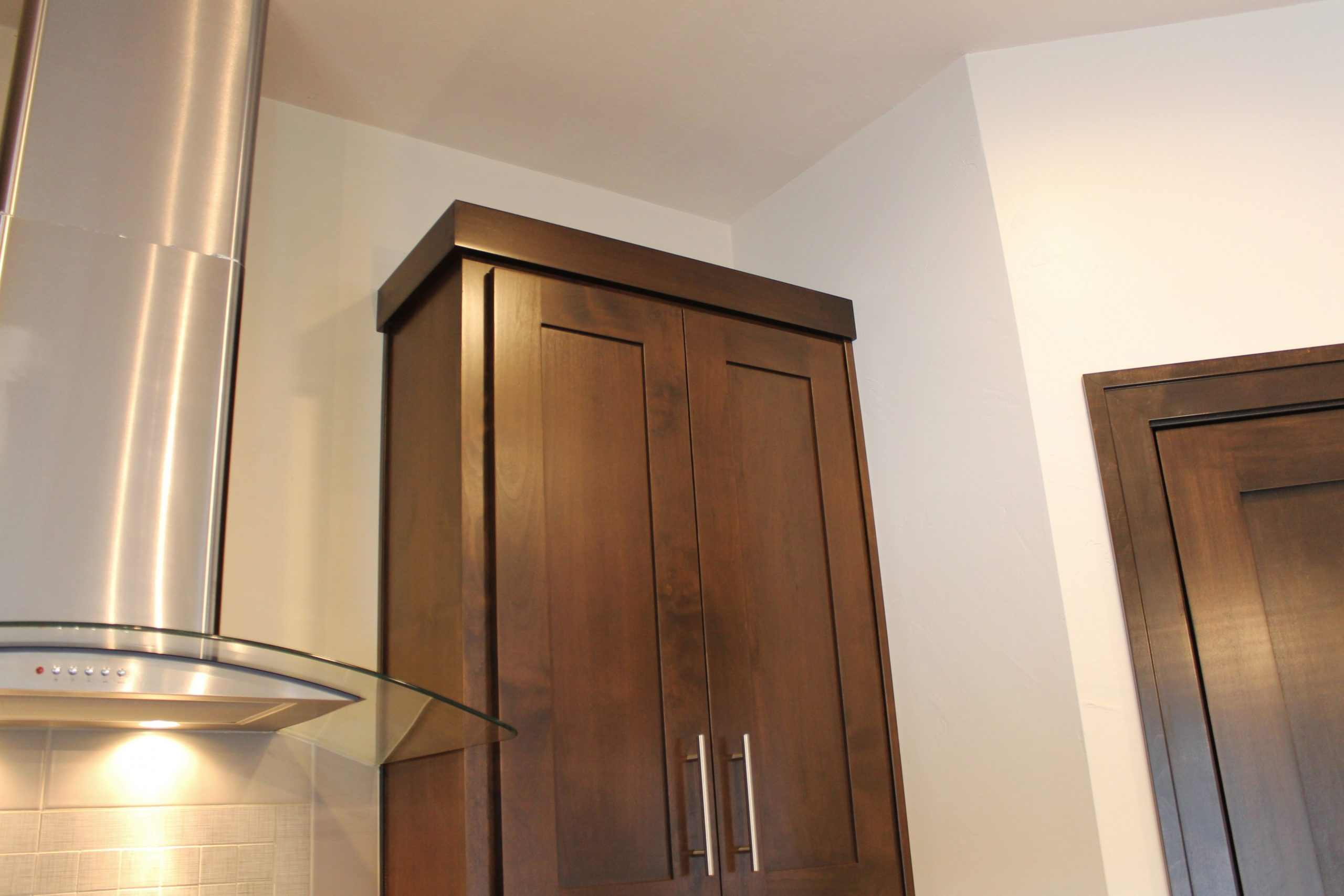 How to Choose Crown Molding for Cabinetry – Katie Jane Interiors - Simple Crown Molding On Kitchen Cabinets