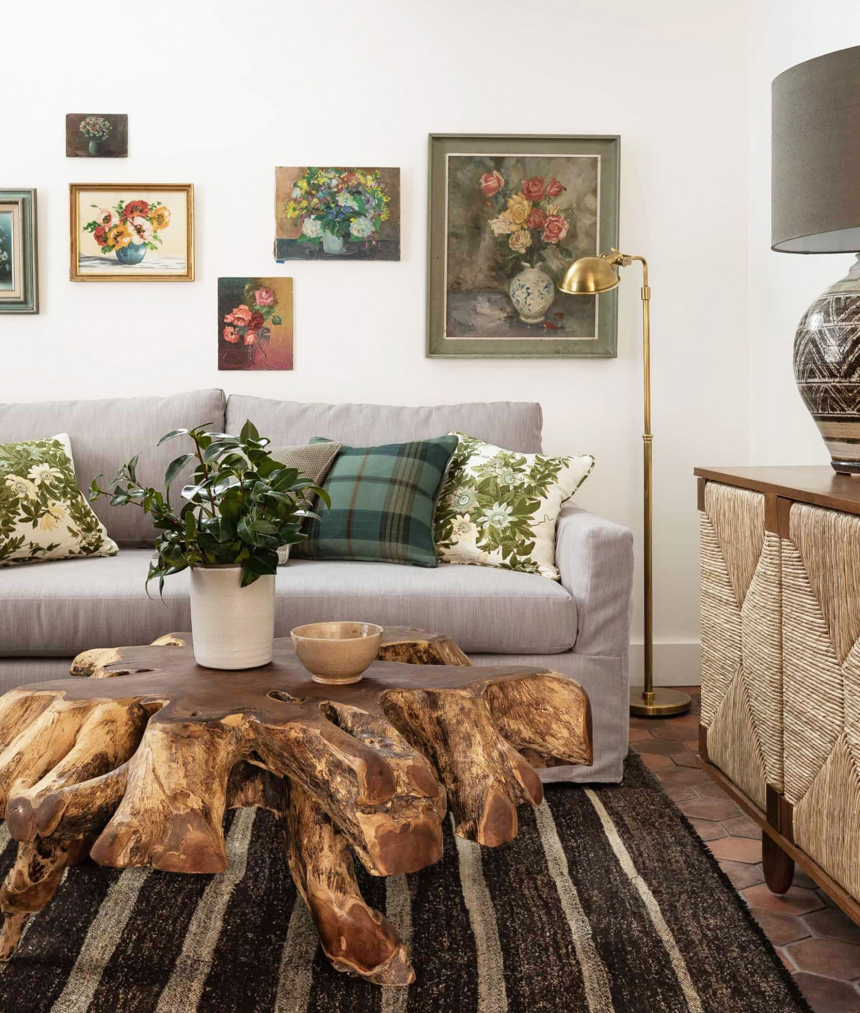 How to Decorate Your First Apartment - First Apartment Decorating  - Simple Apartment Decor Ideas