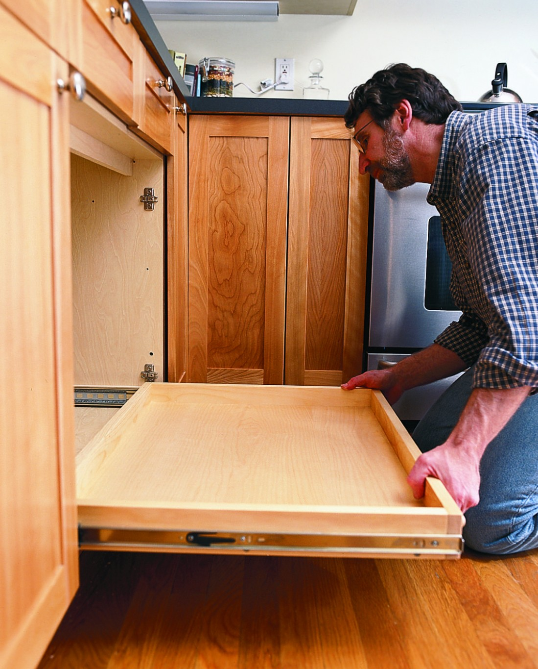 How to Install a Pull-Out Kitchen Shelf  Pull out kitchen shelves  - Kitchen Giant Cabinet Mounting Instructions
