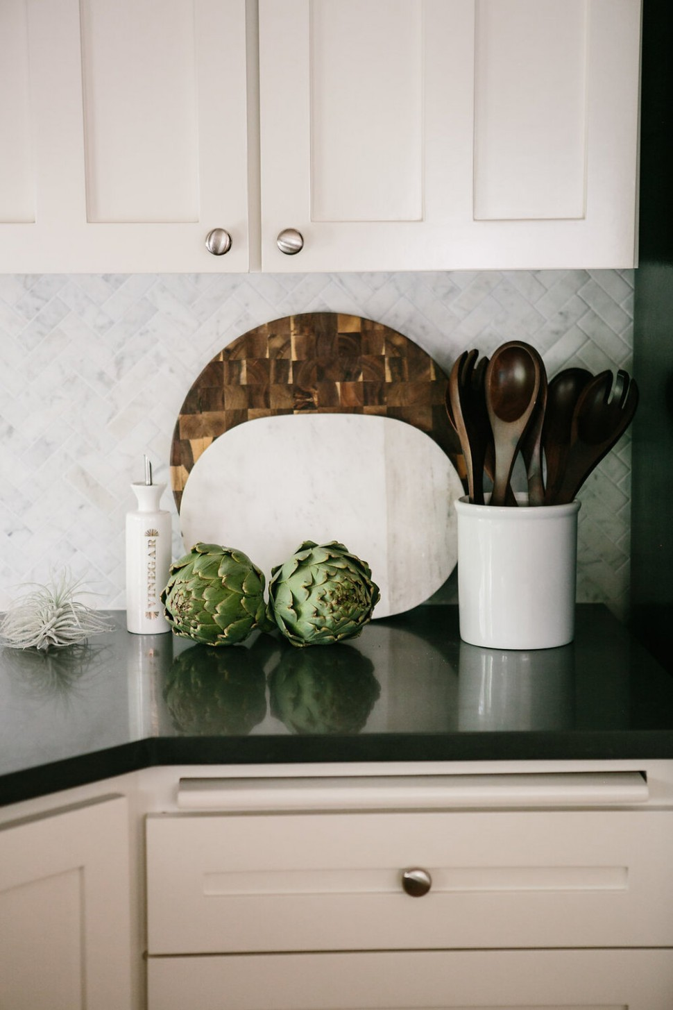 How To Place Cabinet Knobs According To An Interior Designer - Installing Knobs And Pulls On Kitchen Cabinets