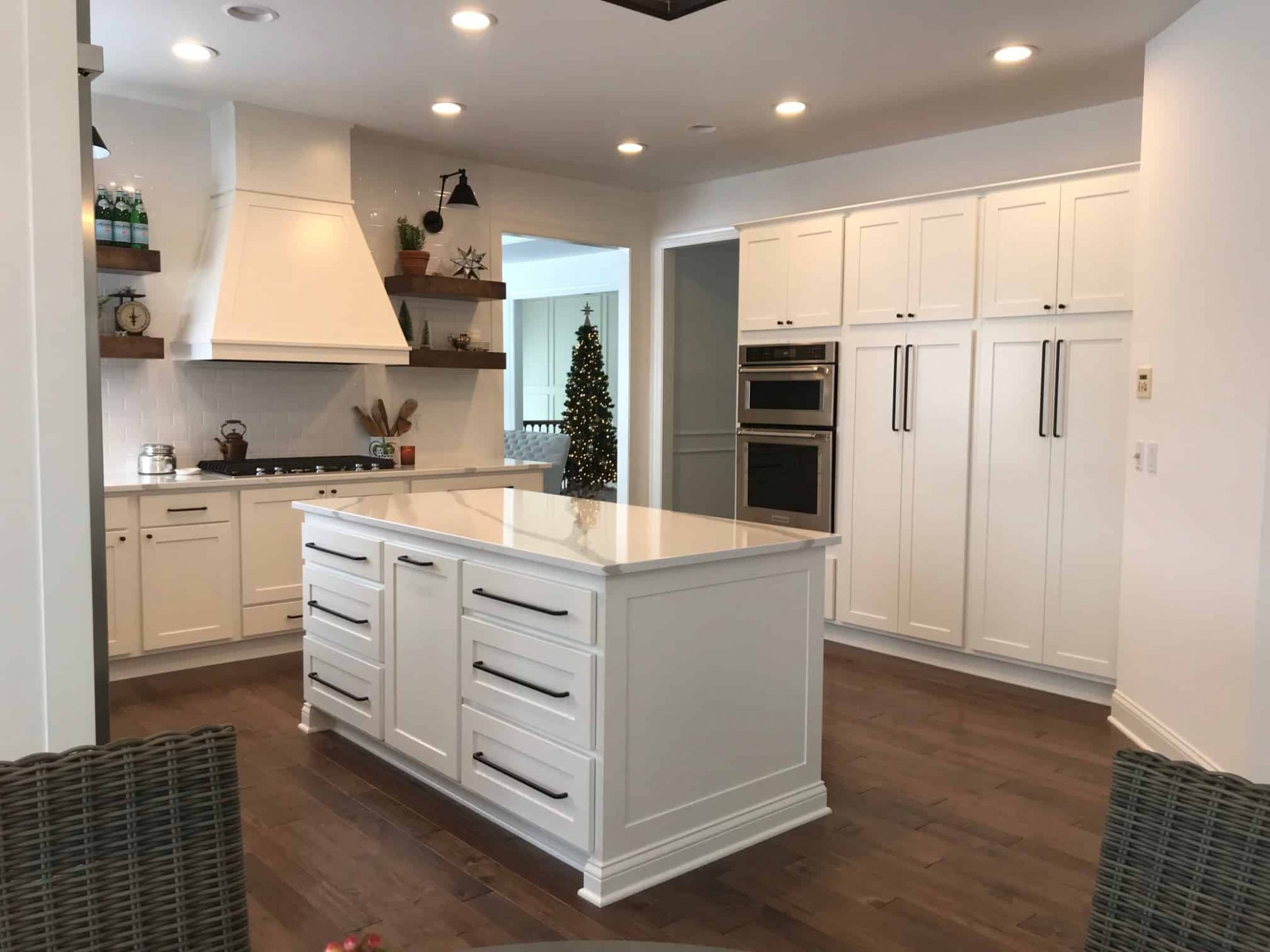 How to Style your Kitchen: Matching your Countertops, Cabinets  - What Color Kitchen Cabinets With Dark Hardwood Floors