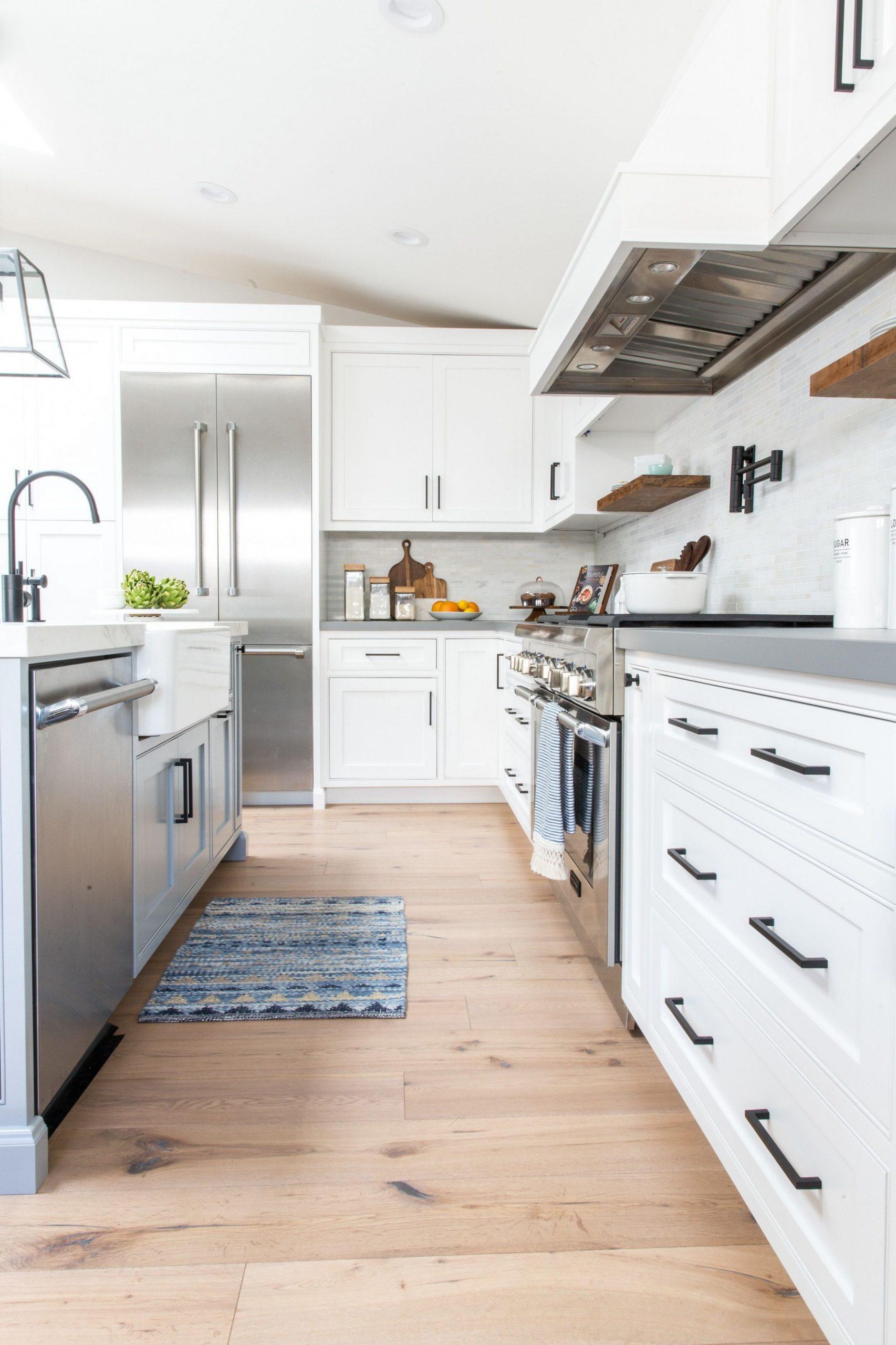 Industrial Farmhouse Kitchen With Matte Black Hardware Lindye – layjao - Matte Black Kitchen Cabinet Hardware