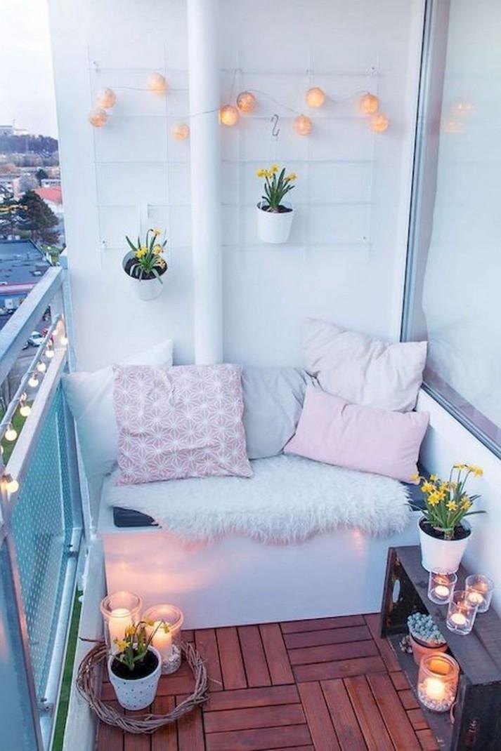 Je balkon opknappen? Met deze inspiratie kan je binnen no-time  - Apartment Balcony Ideas On A Budget