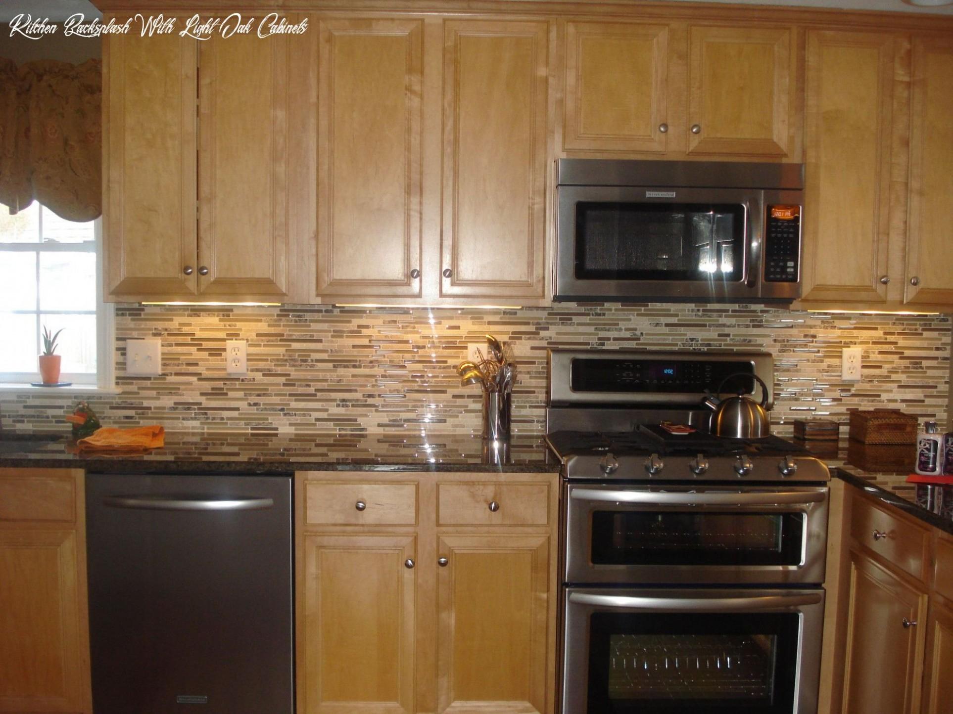 Kitchen Backsplash With Light Oak Cabinets in 11  Wooden  - Kitchen Backsplash With Light Wood Cabinets