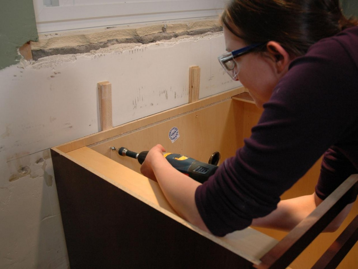 Kitchen Catch-Up: How to Install Cabinets  how-tos  DIY - Kitchen Giant Cabinet Mounting Instructions