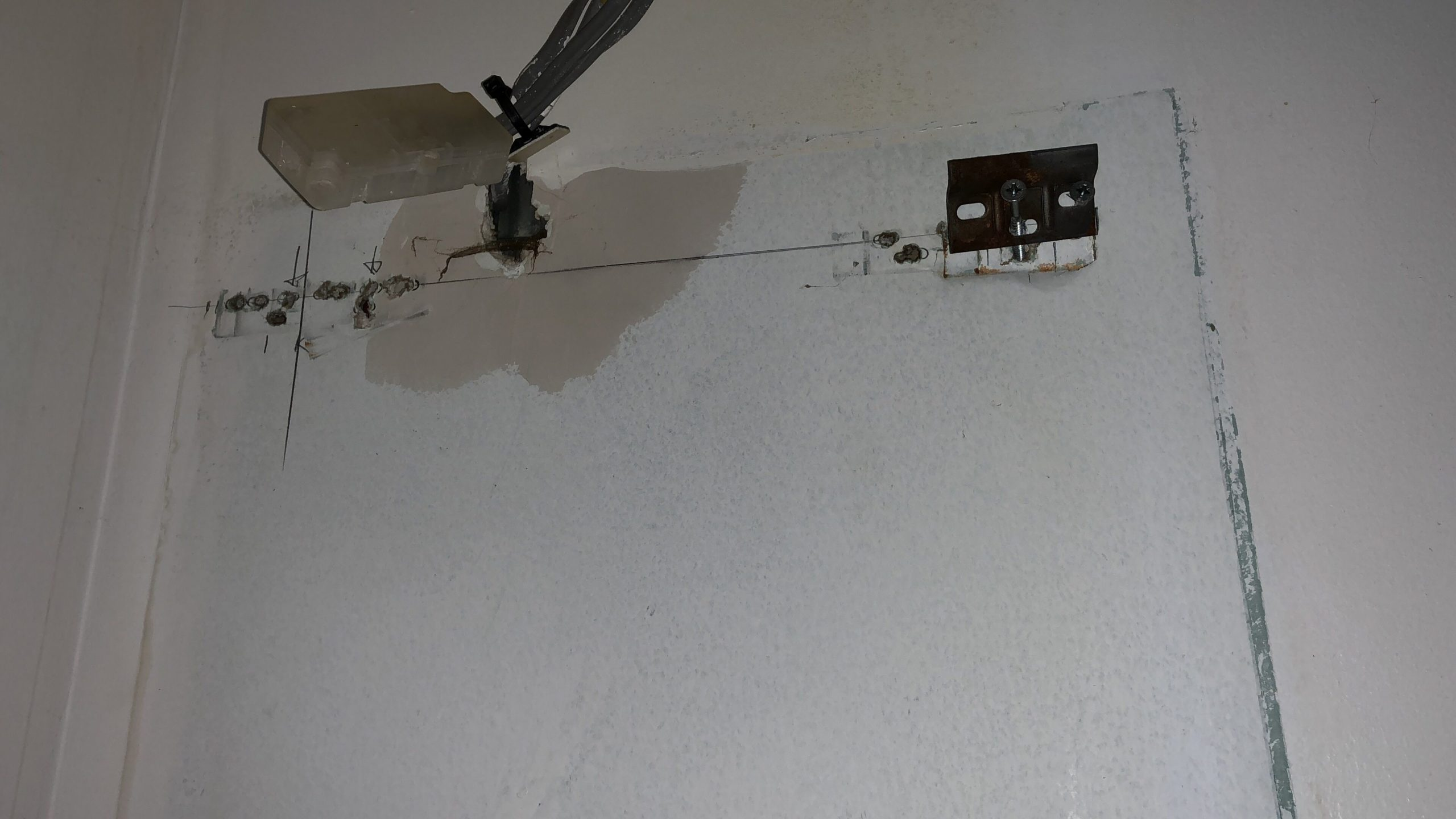 Kitchen unit fell of wall  Overclockers UK Forums - Fixing Kitchen Cabinets To Plasterboard