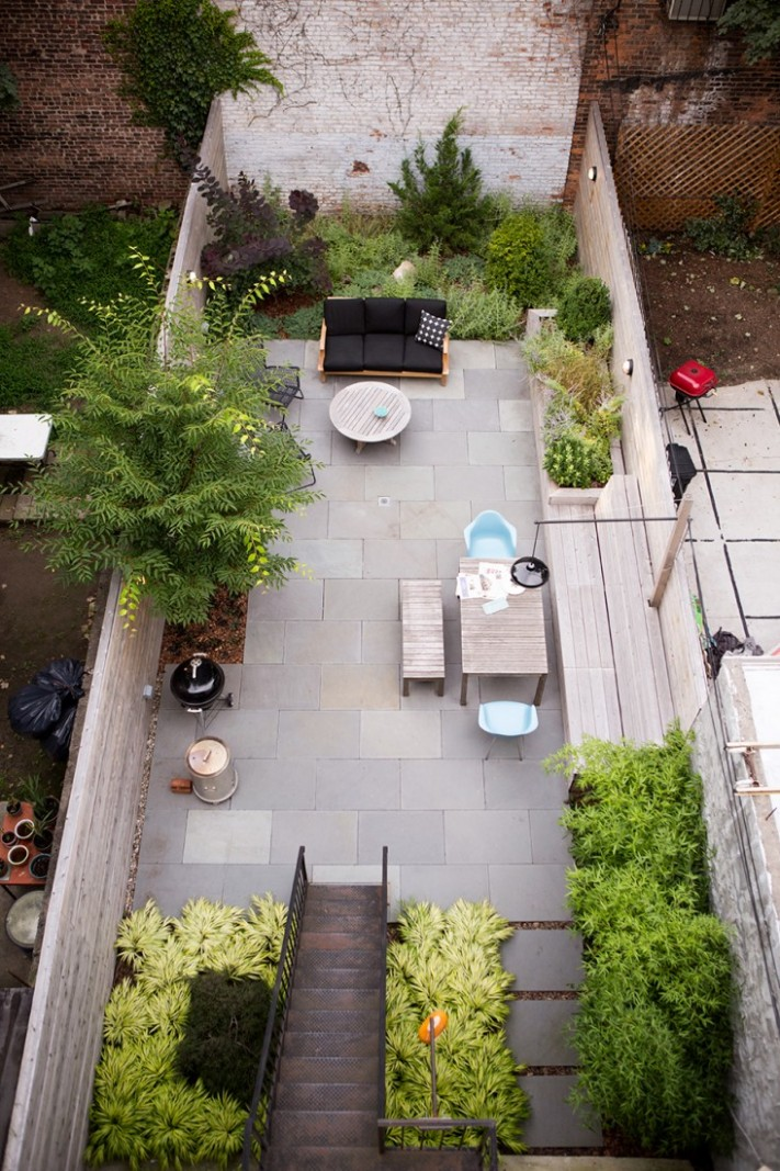 Landscaping: 10 Classic Layouts for Townhouse Gardens - Gardenista - Apartment Yard Design