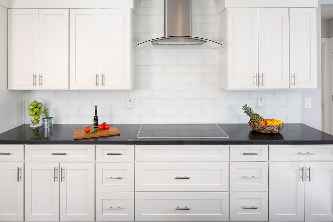 Learn How to Place Kitchen Cabinet Knobs and Pulls - CliqStudios - Long Cabinet Pulls Kitchen