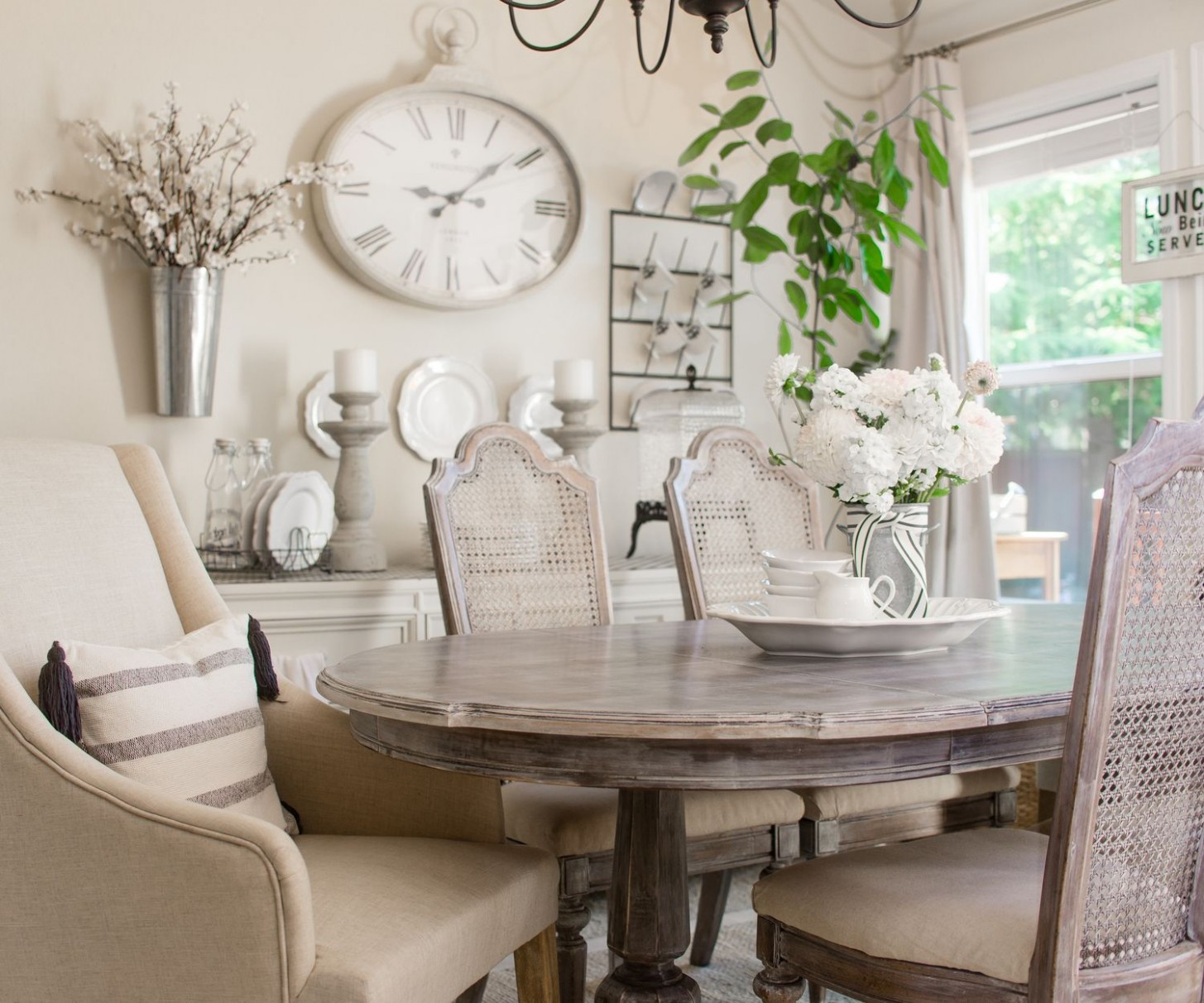 Mixing old and new Decor  French country dining room table  - Dining Room Ideas Country