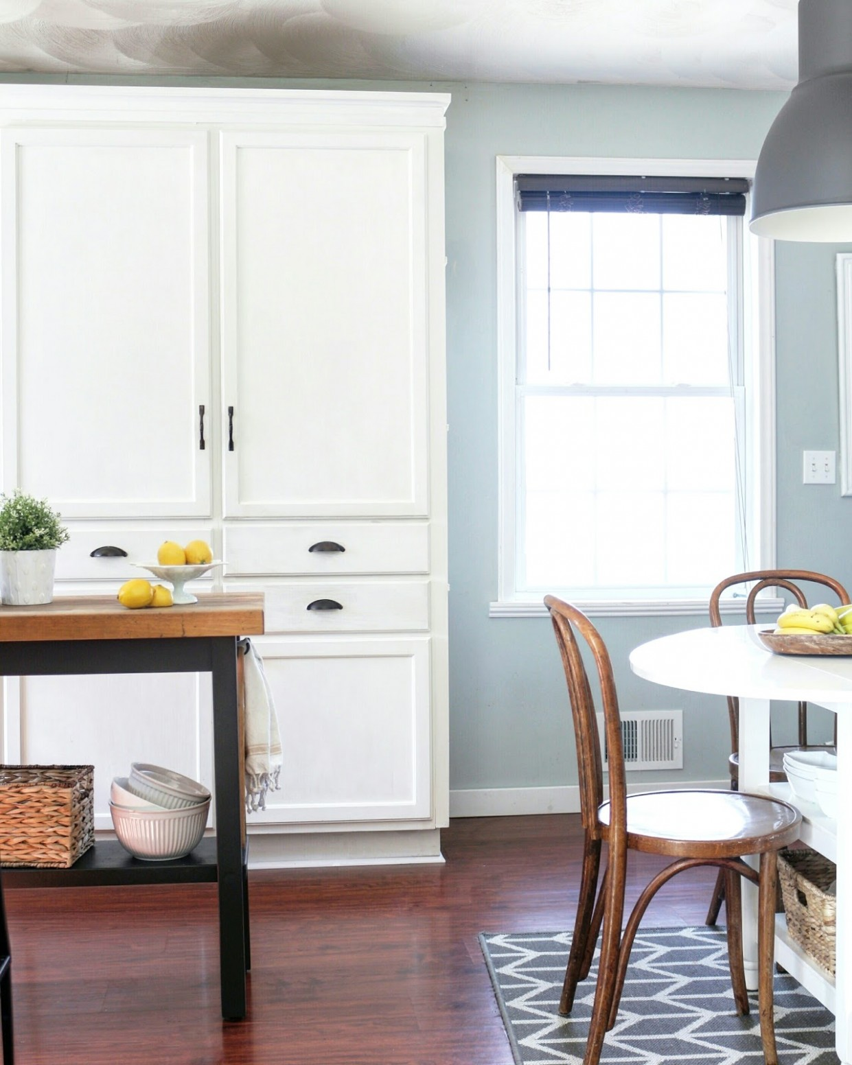 My DIY Kitchen: Cabinet Crown Molding, How to Fake the Look  - Simple Crown Molding On Kitchen Cabinets