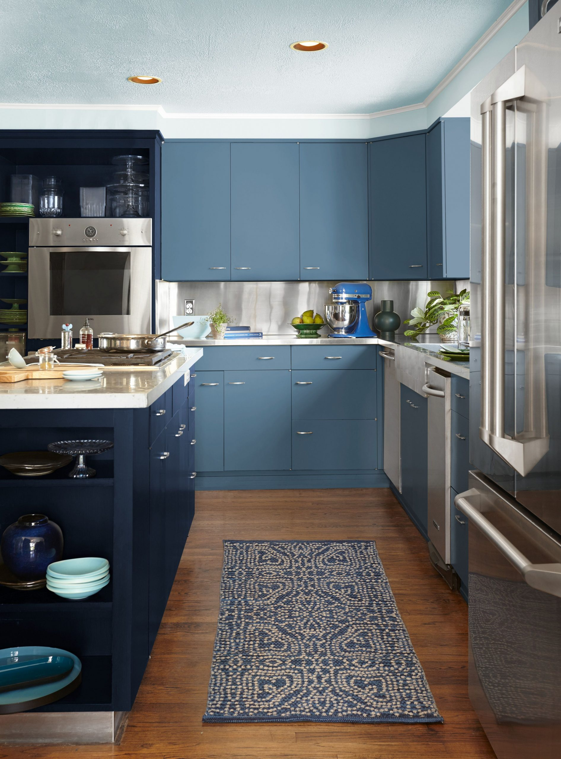 Satin vs Semi Gloss - Satin and Semi-Gloss Paint Differences - What Paint Sheen To Use On Kitchen Cabinets