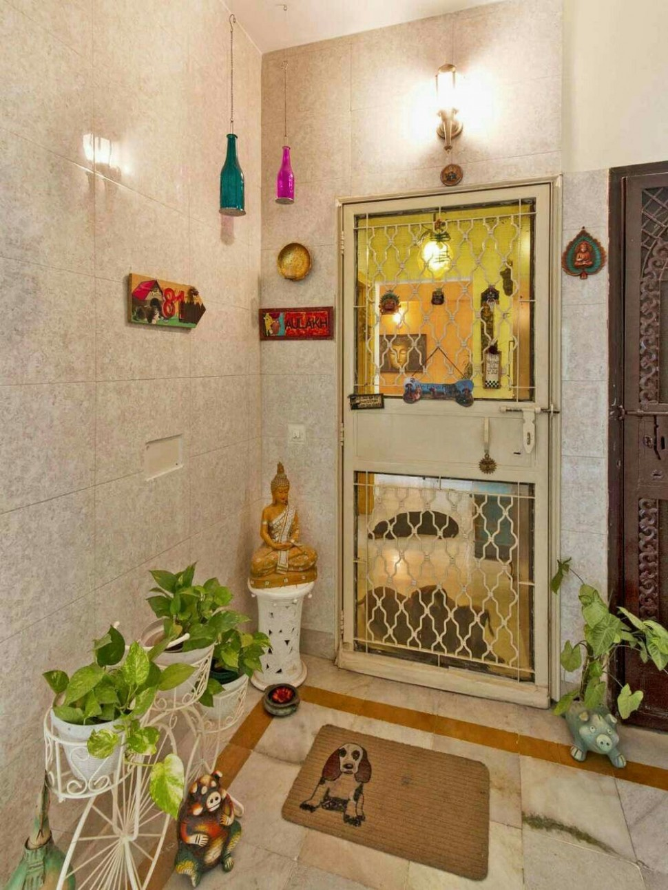 Small cutesy entrance to an apartment  Home entrance decor  - Apartment Entrance Design Ideas