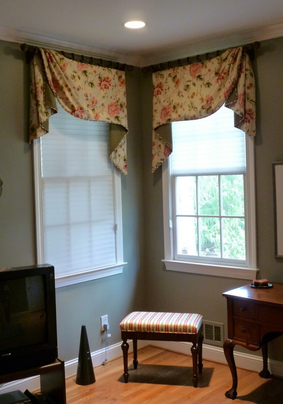 The Curtain Call: Corner Window Treatments for the Master Bedroom  - Window Valance Ideas For Bedroom