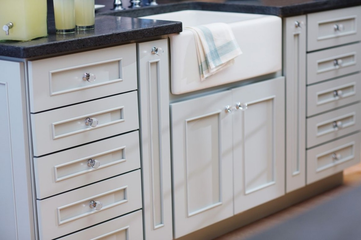 Tips for Choosing Cabinet Door Styles For Your Kitchen in 10  - Glass Kitchen Cabinet Pulls And Knobs