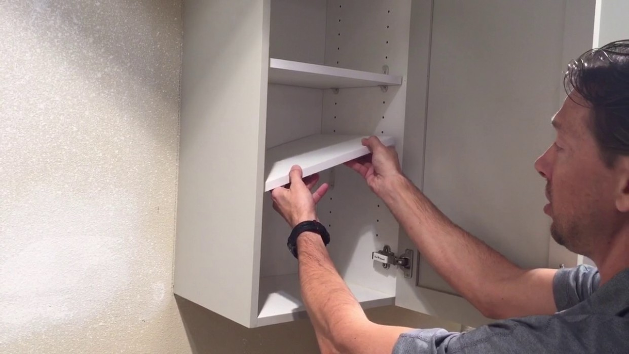 Tutorial: How to remove a shelf from a kitchen cabinet