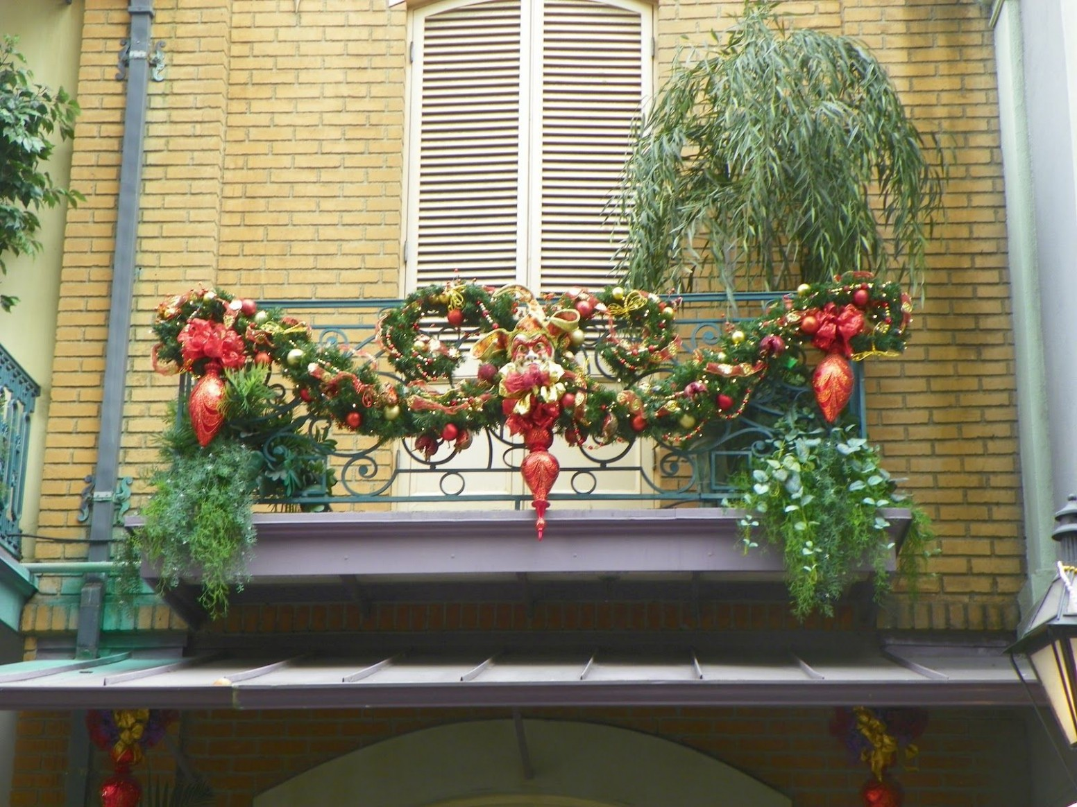 Upstairs balcony Christmas deco  Christmas apartment, Decorating  - Apartment Balcony Decorating Ideas Christmas